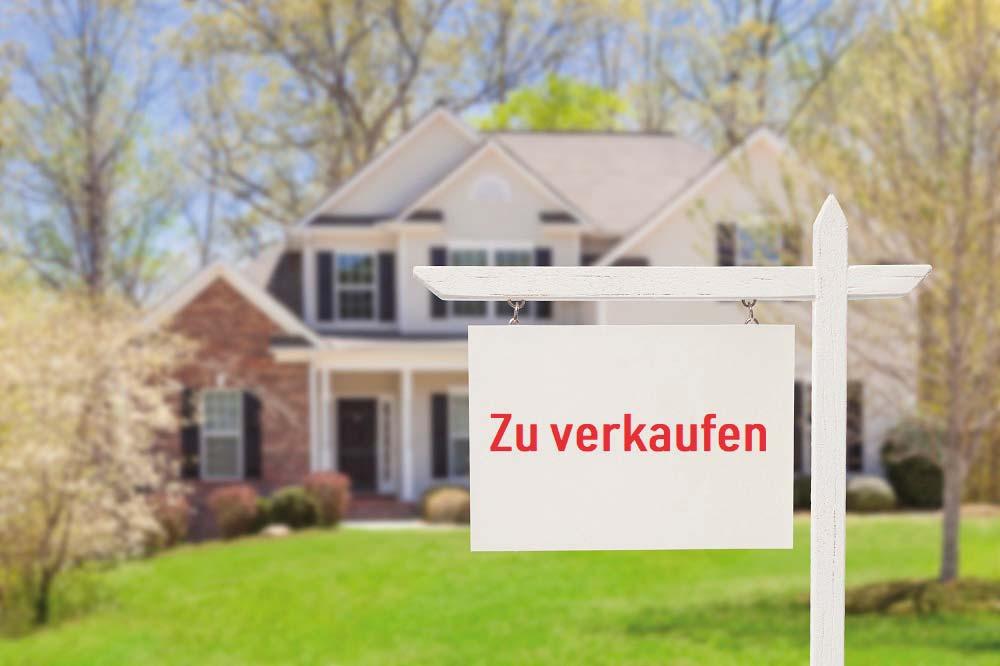 https://magazin.immohuber.at/wp-content/uploads/2019/05/iStock-177722838_Haus_verkaufen_klein.jpg